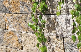 Raab Karcher Galabau Gartengestaltung mit Terralis Mauersteinen